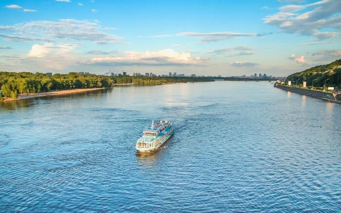 A cruise on Dnieper River