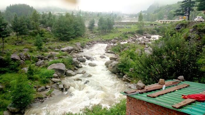 river stream in manali