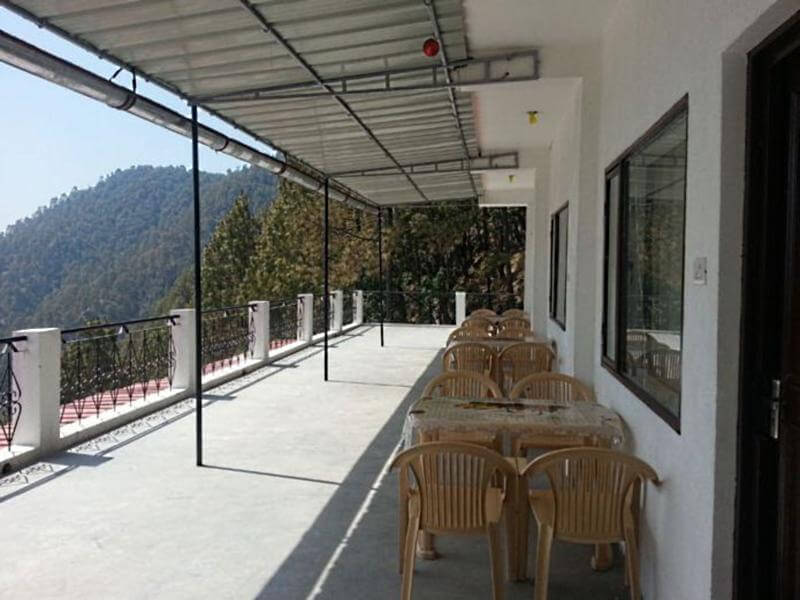 a terrace of a hotel in Lansdowne