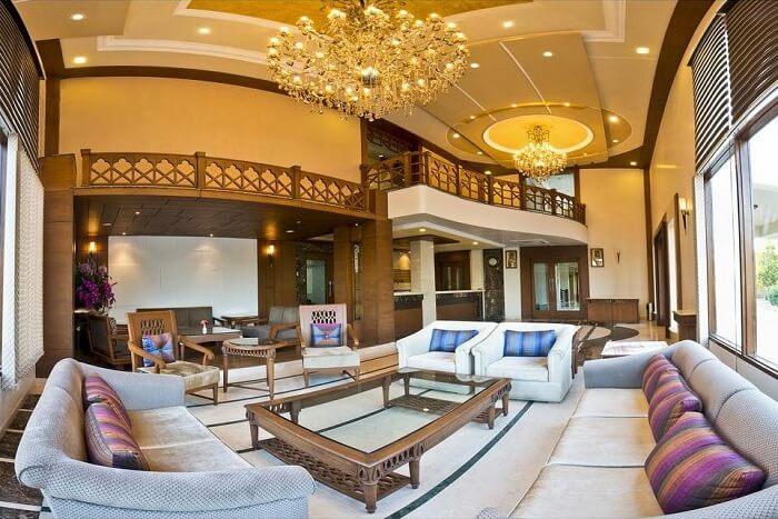 Lariya Resort lounge