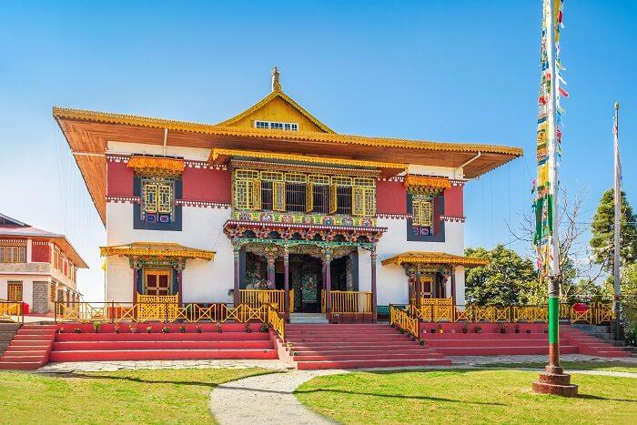 visit Pemayangtse gompa in sikkim