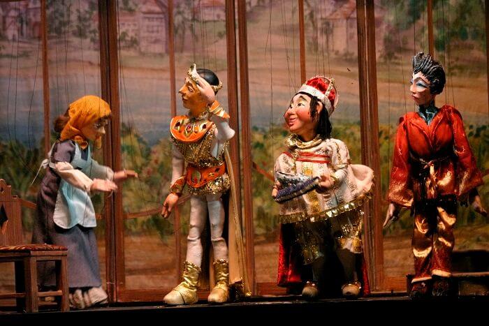 puppet dancing show
