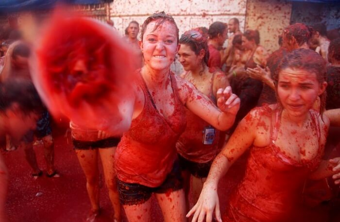What happens during the Tomatina week in Spain