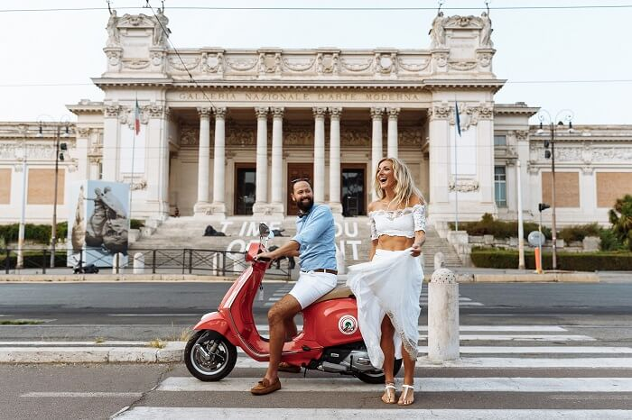 couple on vespa in rome