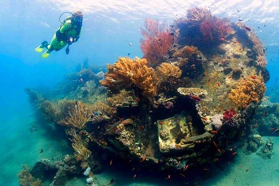 go shipwreck diving in amed beach bali