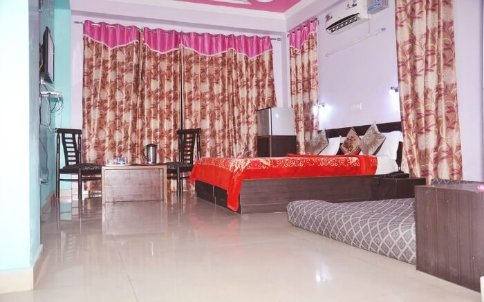 budget hotel room with king size bed and chairs