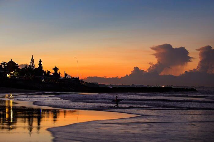enjoy the sunset at echo beach bali