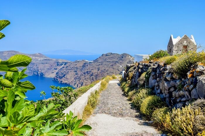 hiking in santorini