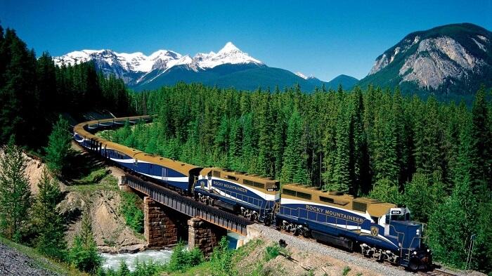 rocky mountaineer train canadian rockies