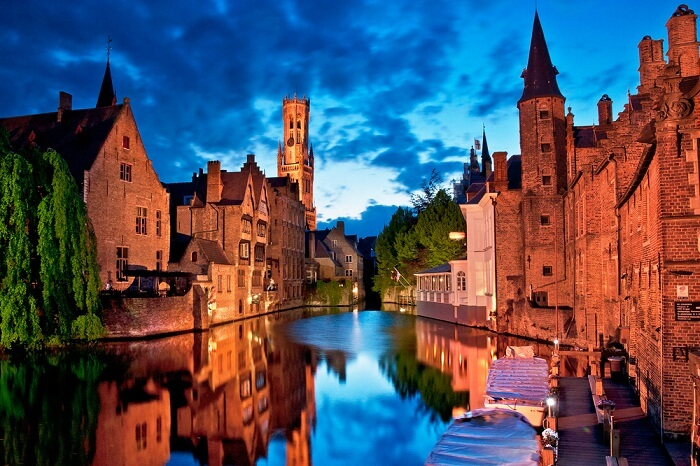 Houses along the canals of Bruges in the evening