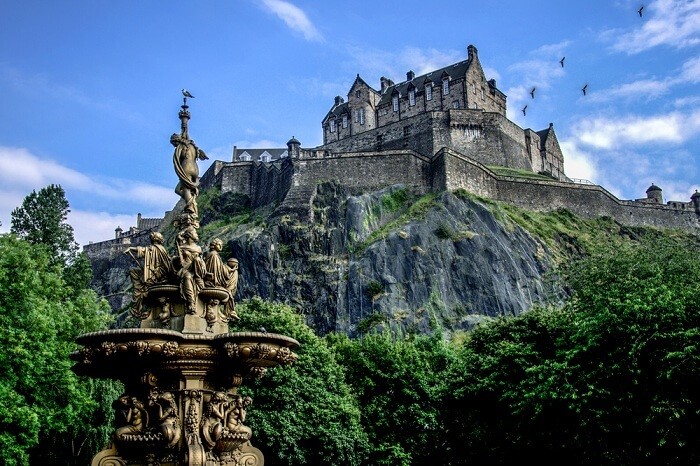 A shot of the Edinburgh Castle during summer