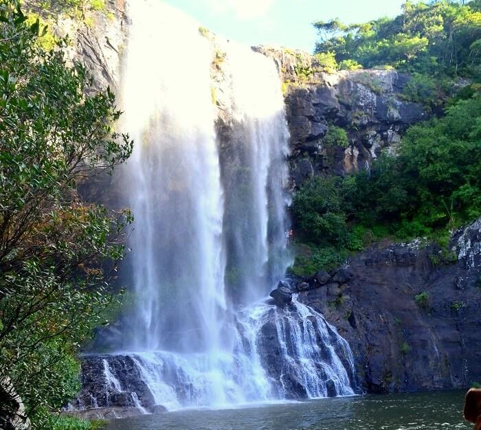 treks to waterfalls in mauritius