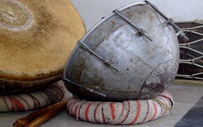 A metal nagara