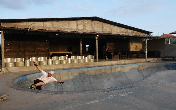 A traveler trying skating in Canggu in Bali