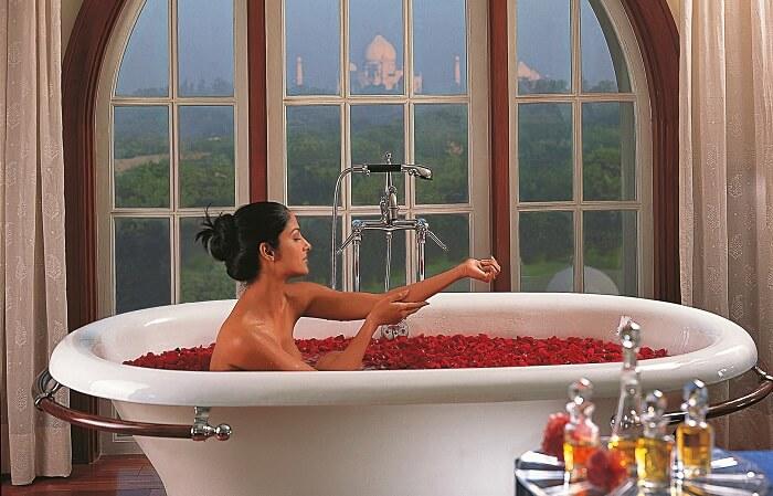 Oberoi Amarvilas bath
