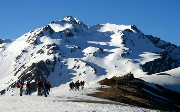 Trekkers on their way to Sar Pass in Himachal