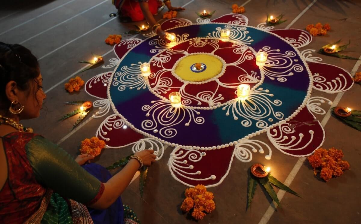 a beuatiful rangoli decorated with diwali diyas