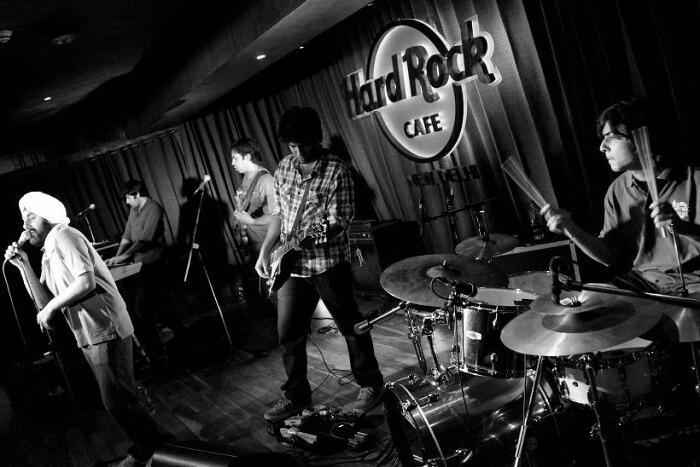 couples can celebrate new year in hard rock cafe