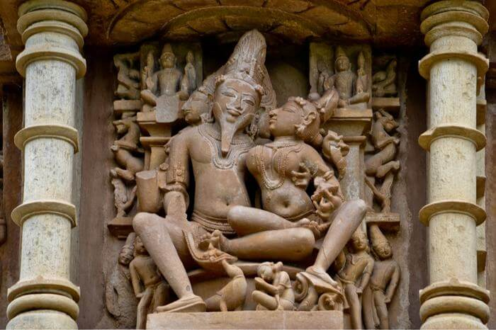 kamasutra sculpture in khaujraho