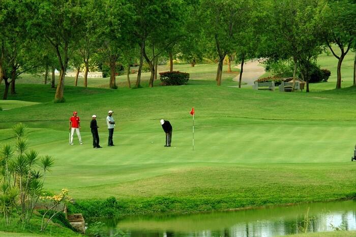 play golf at the luxury golf club of kolkata