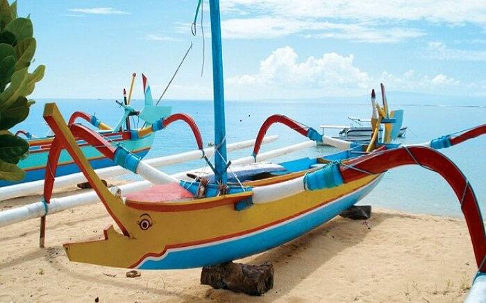 traditional colourful bali boat