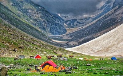 A view of the wonderful campsite at Hampta Pass with mountains in the backdrop