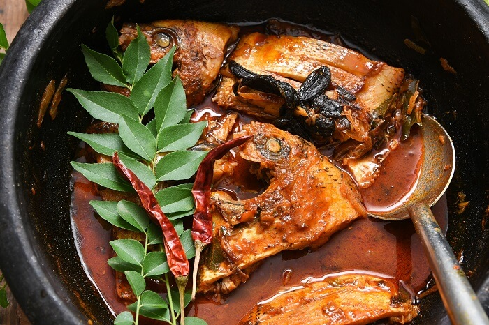 eat spicy Karimeen Pollichathu in kerala