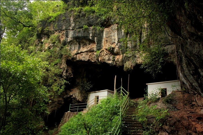 visit Kavala Caves in dandeli