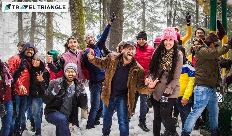 a bunch of people enjoying in manali during snowfall