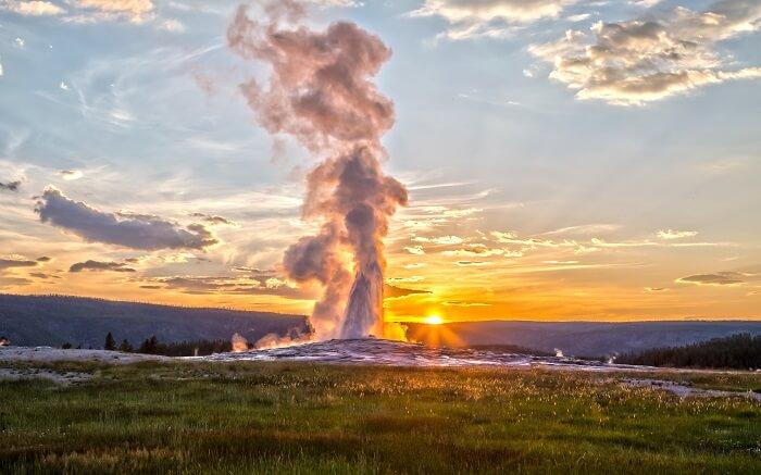 Old Faithful Geyser being erupted ss30102017