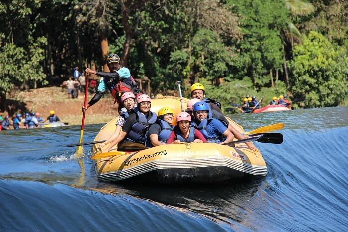 go rafting in River Kali in dandeli