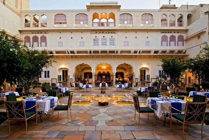 have a royal meal at Samode Haveli