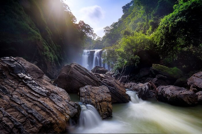 visit Sathodi Falls near Yellapur in dandeli