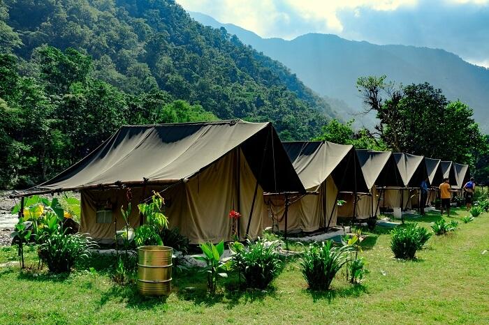 camping near ganga river in rishkesh