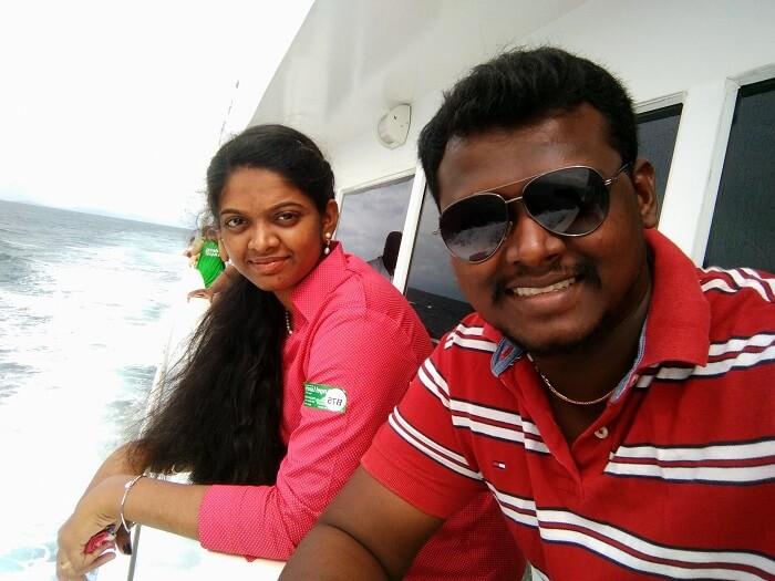 Couple enjoys Phi Phi Island Tour