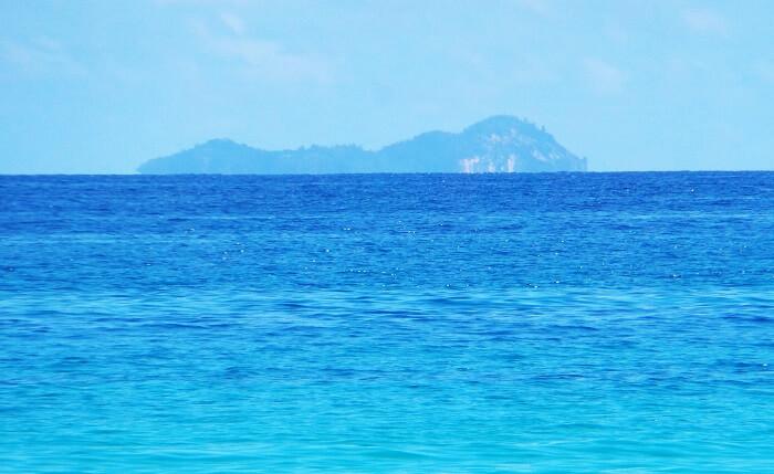 Blue water beaches Seychelles