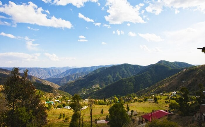 A view of campsites and vast mountains in Kufri in Shimla