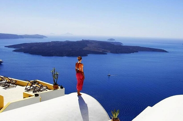 stay at dana villas in santorini for a romantic escape