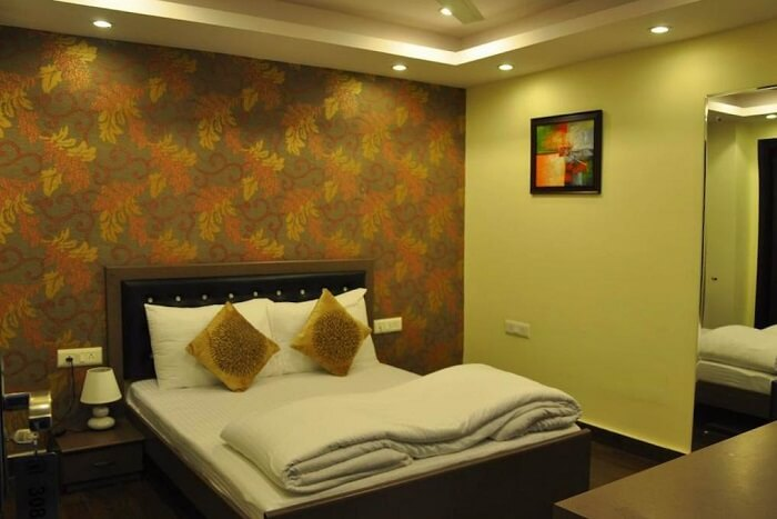 stay at Hotel Diamond Inn