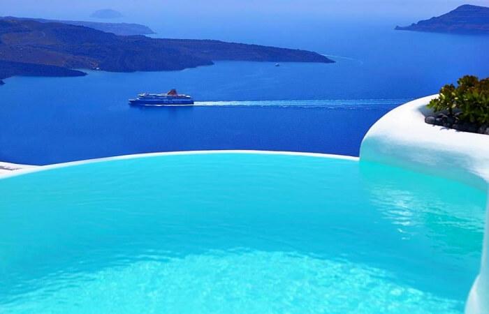Ferry In Dana Villas in Santorini