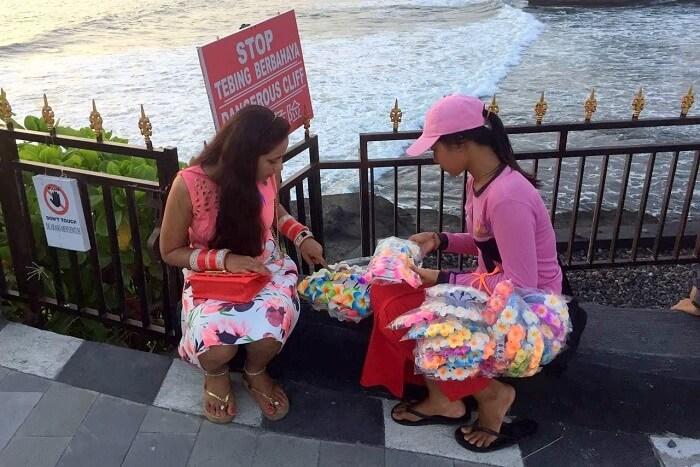pankaj honeymoon trip to bali: buying clips and jewelry