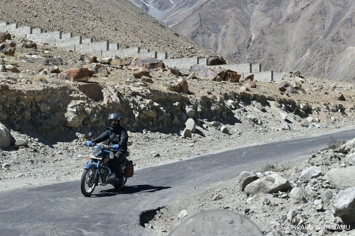 lokpal romantic trip to ladakh: riding bike in ladakh