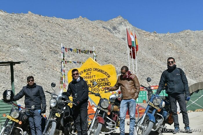 lokpal romantic trip to ladakh: changla pass