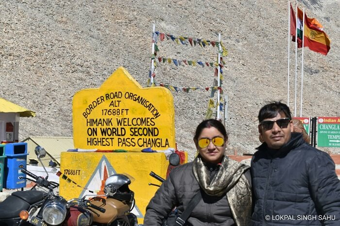 lokpal romantic trip to ladakh: standing near changla pass