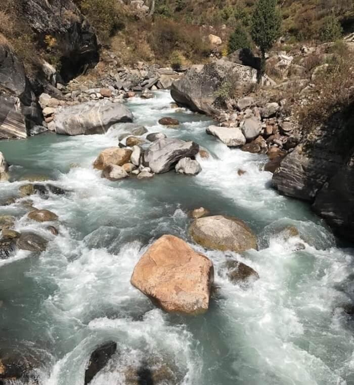 parvati river in kheerganga