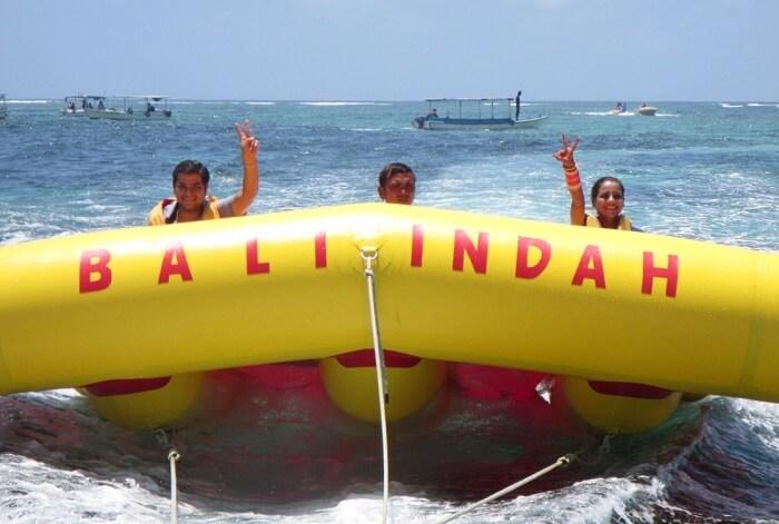pankaj honeymoon trip to bali: pankaj and wife banana boat ride