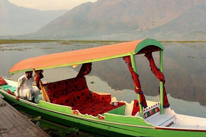 shikara in Srinagar