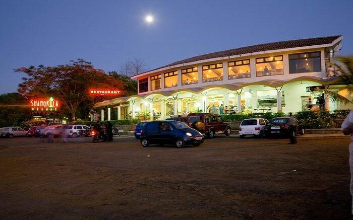 Parking area in front of Shangrila Resort in Mumbai