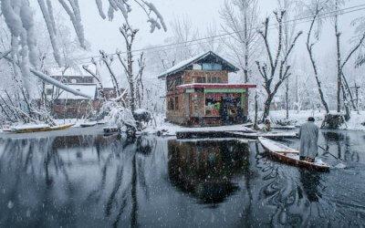 Snowfall Dal Lake