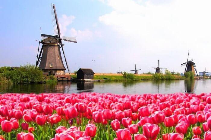 visit Volendam